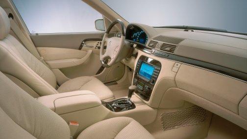 Mercedes-Bens W220 - простой